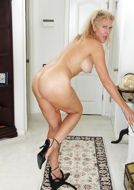 Nude Mature Girls Photos