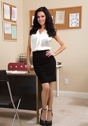 Mature in Skirt Photos