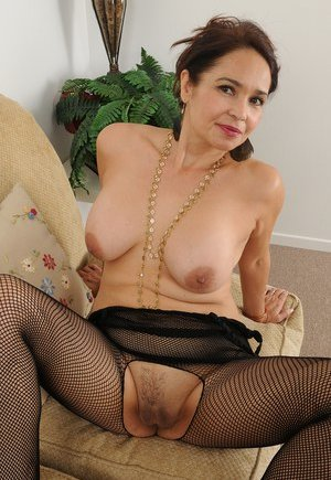Trimmed Mature Pussy Photos