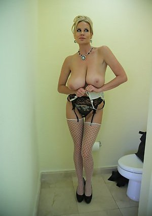 Busty Mature Lady Photos