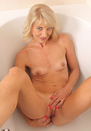 Mature Fingering Photos
